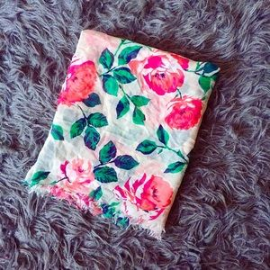 Accessories - *NEW LISTING* Floral Scarf